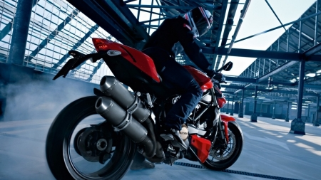 ducati_motorcycle_motorcyclist_side_view_104816_1920x1080